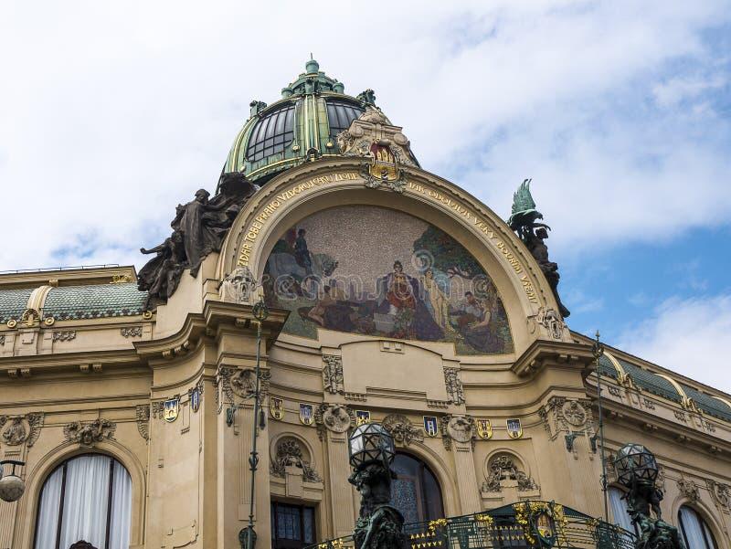 Prochowy wierza i Miejski Hall w Praga, kapita? republika czech fotografia stock