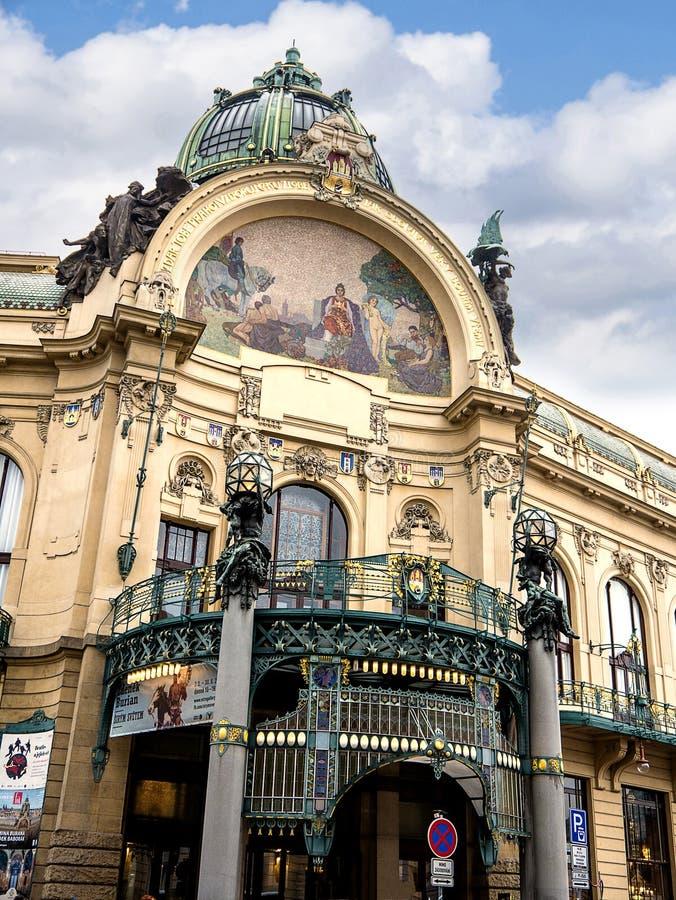Prochowy wierza i Miejski Hall w Praga, kapita? republika czech zdjęcie royalty free