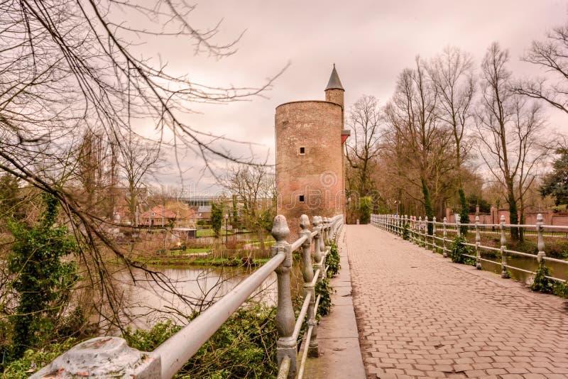 Prochowy wierza, Minnewater, Brugges, Belgia 2017 fotografia stock