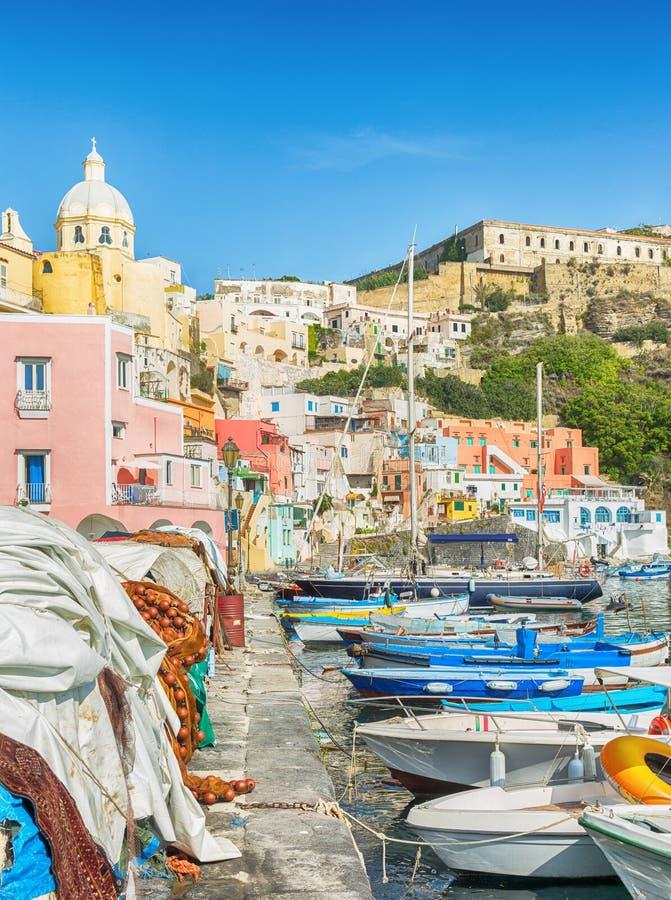 Procida, recurso de verão italiano colorido foto de stock royalty free