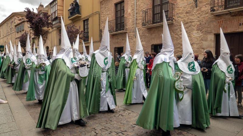 Procissão do la Esperanza Brotherhood de Virgen de em quinta-feira santamente através das ruas do centro histórico de Zamora fotografia de stock