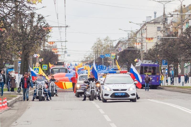 A procissão, parada 1º de maio de 2016 na cidade de Cheboksary, república do Chuvash Rússia Clube da motocicleta dos motociclista fotos de stock royalty free