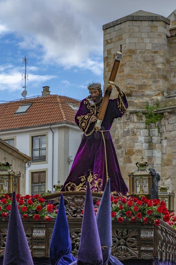 Procissão santamente de quinta-feira em Zamora, Espanha foto de stock