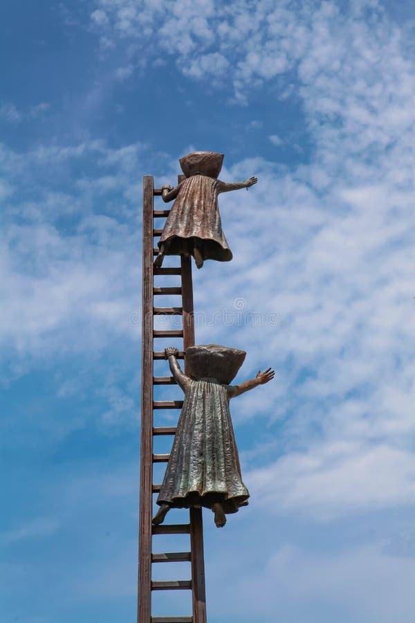 Procurando pela estátua da razão em Puerto Vallarta, México imagens de stock