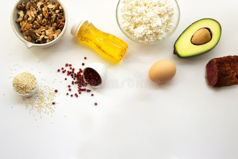 Prodotti che possono essere mangiati con una dieta ketogenic , carburatore basso, alto buon grasso Dieta di concetto cheto per sa fotografie stock libere da diritti