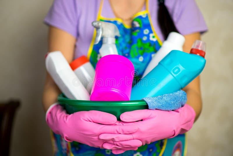 Prodotti chimici di famiglia I mezzi per la pulizia della casa fotografia stock libera da diritti