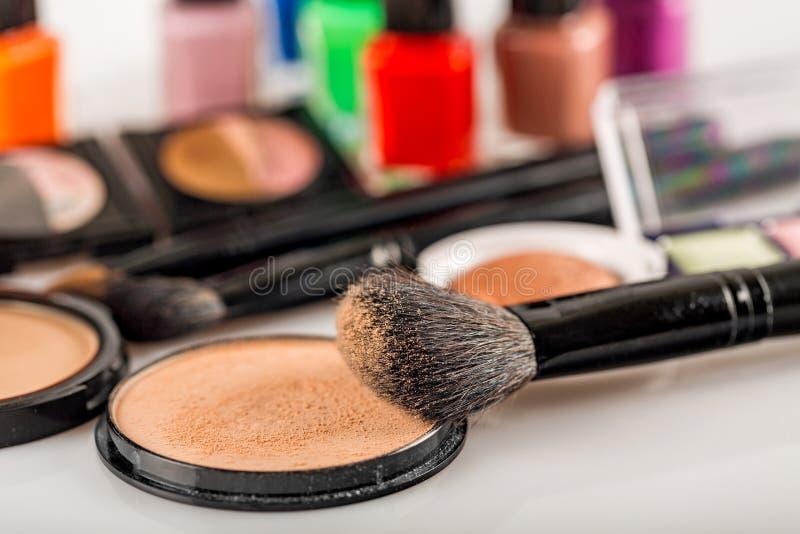 Download Prodotti di bellezza fotografia stock. Immagine di spazzola - 117981766