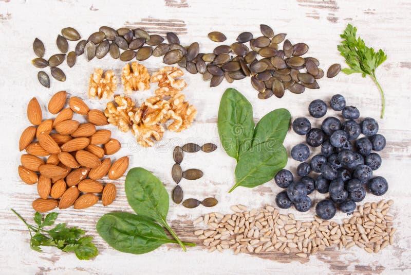 Prodotti ed ingredienti che contengono vitamina E e fibra dietetica, concetto sano di nutrizione immagine stock libera da diritti