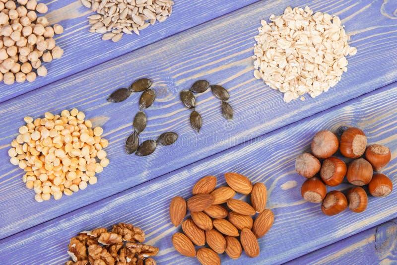 Prodotti ed ingredienti che contengono zinco e fibra dietetica, nutrizione sana immagine stock libera da diritti