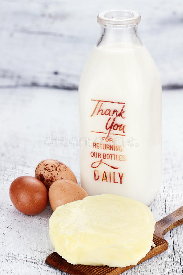 Prodotti lattier-caseario freschi dell'azienda agricola fotografia stock libera da diritti