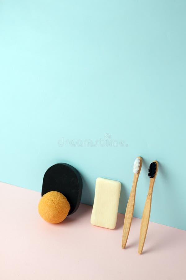 Prodotti naturali residui dei cosmetici zero su 3d d'avanguardia moderno che rende il fondo dell'imitazione, idea ecologica creat fotografia stock libera da diritti
