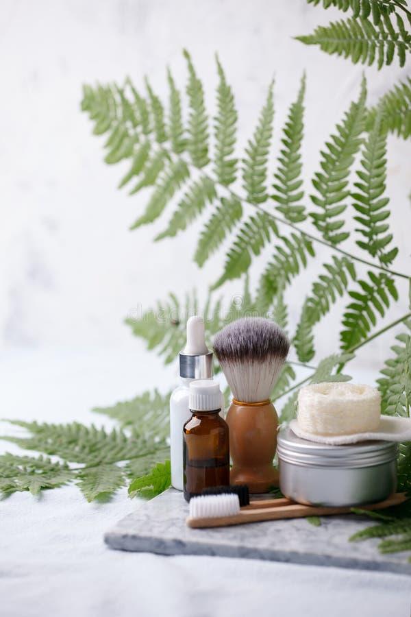 Prodotti naturali residui dei cosmetici zero sullo scrittorio di marmo, concetto cosmetico plantbased organico, fondo ecologico,  immagine stock