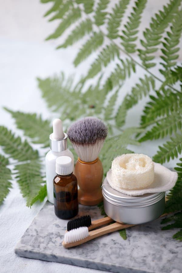 Prodotti naturali residui dei cosmetici zero sullo scrittorio di marmo, concetto cosmetico plantbased organico, fondo ecologico,  immagini stock