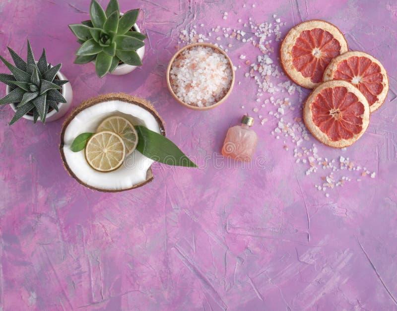 Prodotti organici di cura del corpo e del bagno fotografia stock