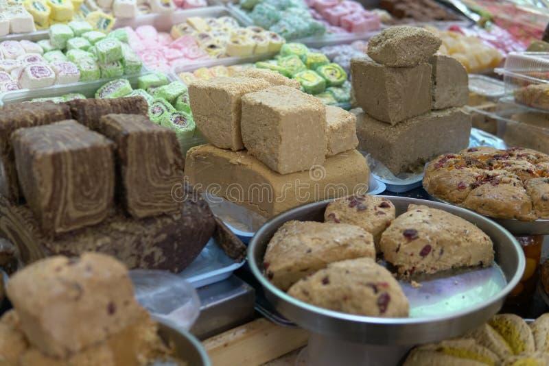 Prodotti orientali dei dolci sul mercato di deposito fotografia stock