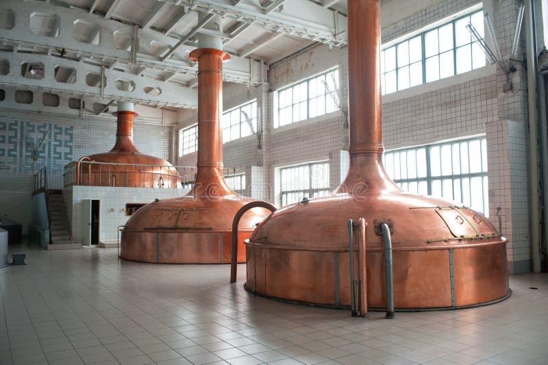 Produção da fabricação de cerveja foto de stock royalty free