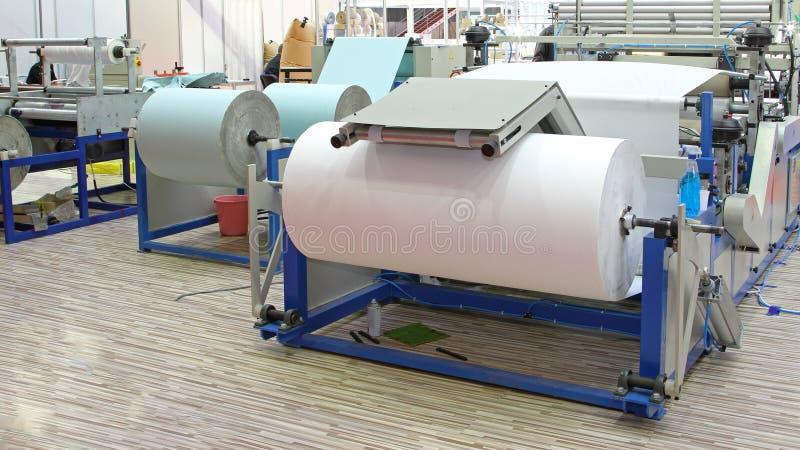 Produção de papel higiênico fotos de stock