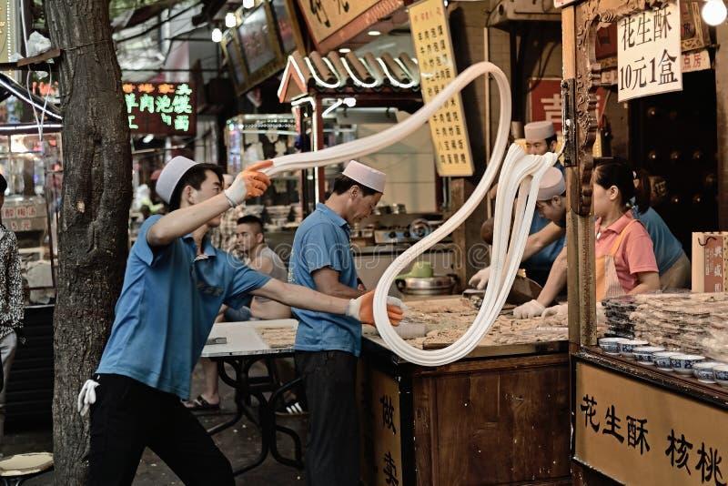 Produção de Xian China-Site de batata frita do amendoim imagens de stock royalty free