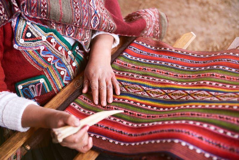 Produção feito a mão tradicional de lãs imagem de stock