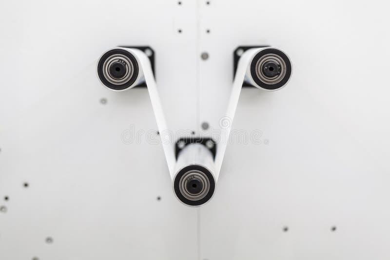Produção na máquina de papel do rolo imagem de stock