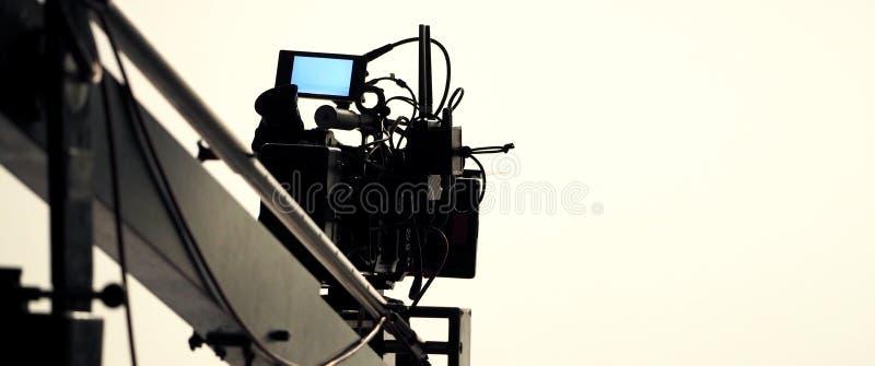 Produção video no estúdio grande com equipamento profissional foto de stock royalty free