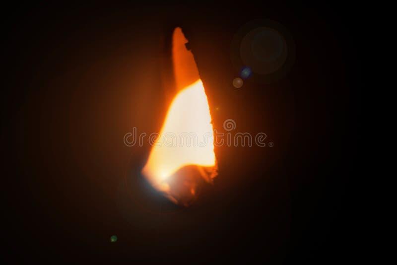 Producción de aluminio Acero de colada en un fondo negro Fundición de aluminio Acero fundido brillante anaranjado foto de archivo