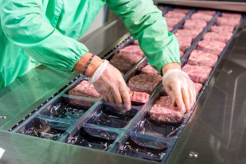 Producción de carne cruda fotos de archivo libres de regalías
