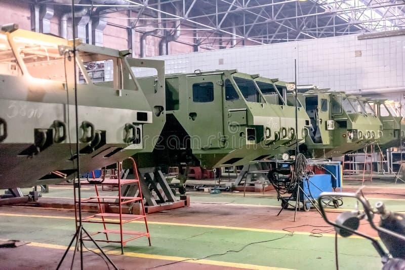 Producción de carrocerías fortificadas en la fábrica fotografía de archivo libre de regalías