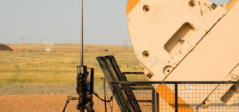 Producción de Derrick Pump Jack Fracking Energy del aceite imagen de archivo libre de regalías