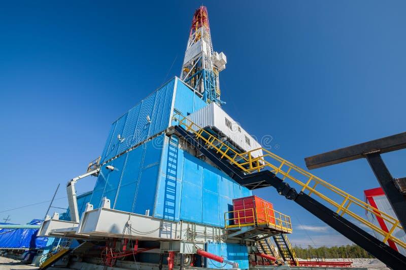 Producción de petróleo y del gas imagenes de archivo