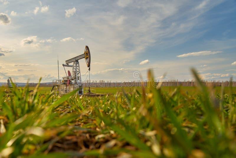 Producción de petróleo y gas imagenes de archivo