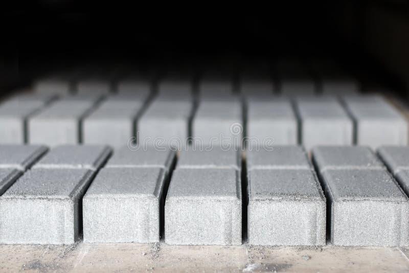 Producción de piedras de pavimentación concretas fotografía de archivo libre de regalías