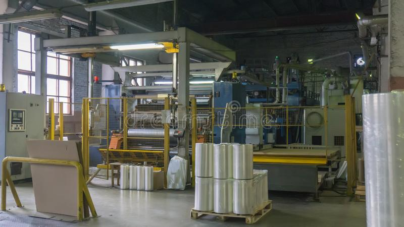 Producción química de la película del bopp Protuberancia de la película Producción de una película de estiramiento del polietilen fotos de archivo