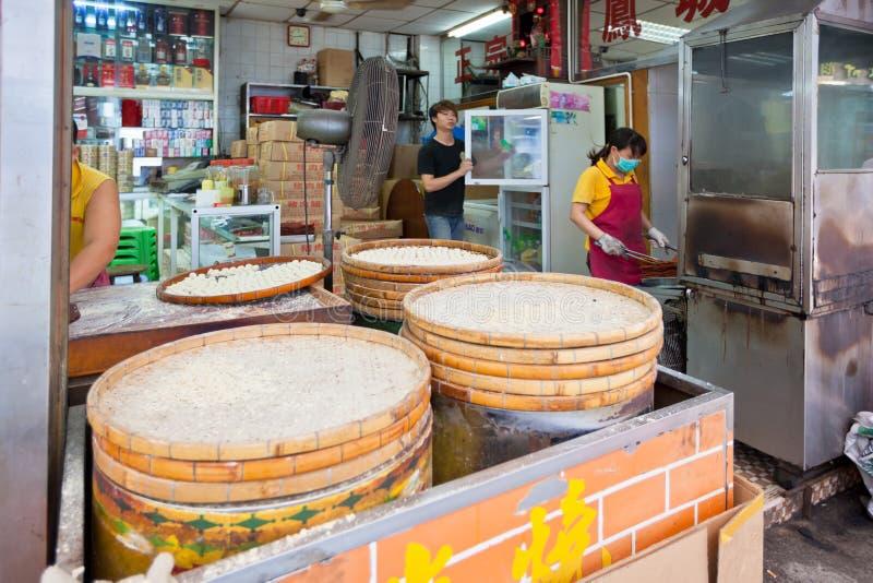 Producción tradicional famosa de las galletas de almendra de Macao imágenes de archivo libres de regalías