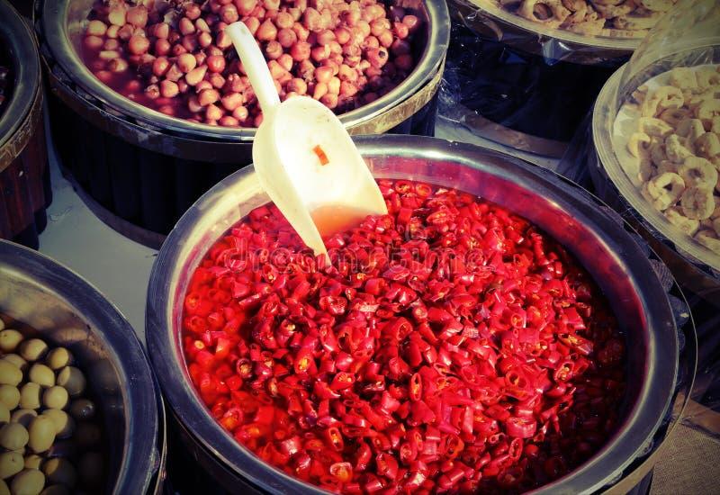 Product van land van zuidelijk Italië met vruchten en Spaanse pepers w stock foto's
