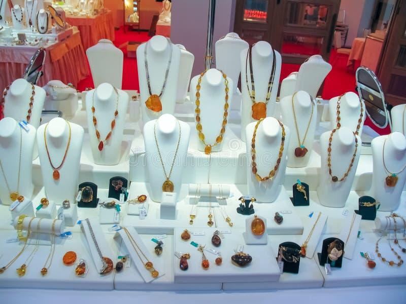 Producten en juwelen van amber stock afbeelding
