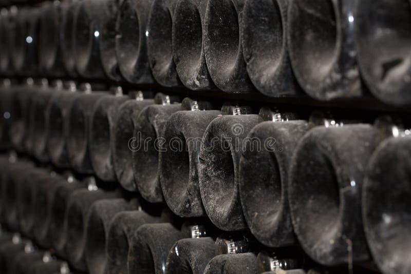 Productie van mousserende wijn Selectieve nadruk stock fotografie