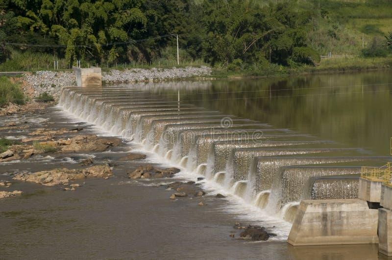 Production énergétique : centrale d'énergie hydroélectrique photos stock