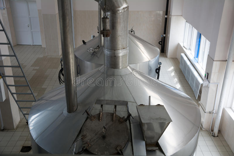 Production de brassage - écrasez la brasserie de cuves, vue supérieure images libres de droits