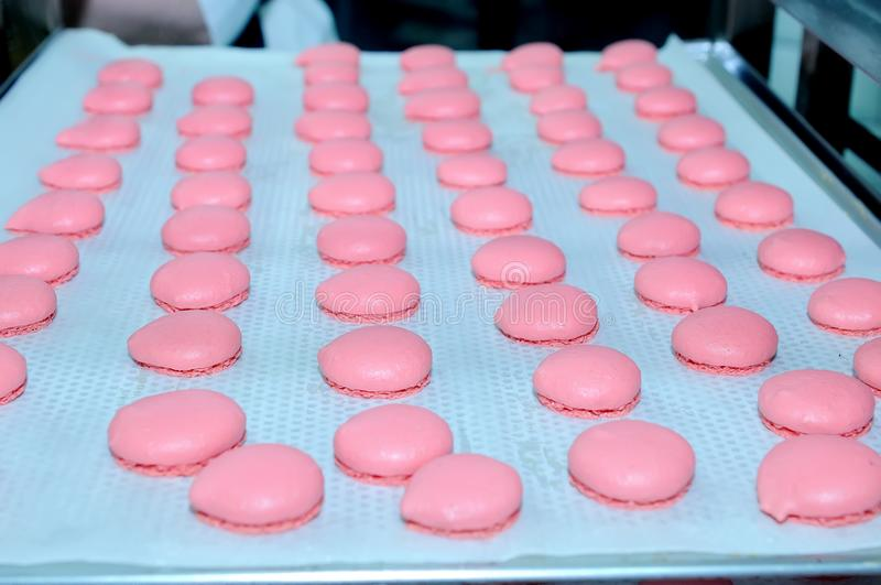 Production de confiserie de macaron photo libre de droits