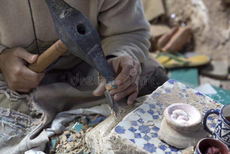 Production de mosaïque au Maroc photos stock