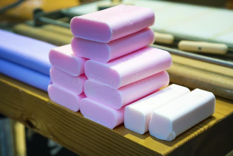 Production de savon dans la boutique photographie stock
