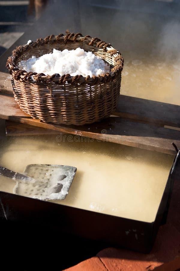 Production de sel de mer photos stock