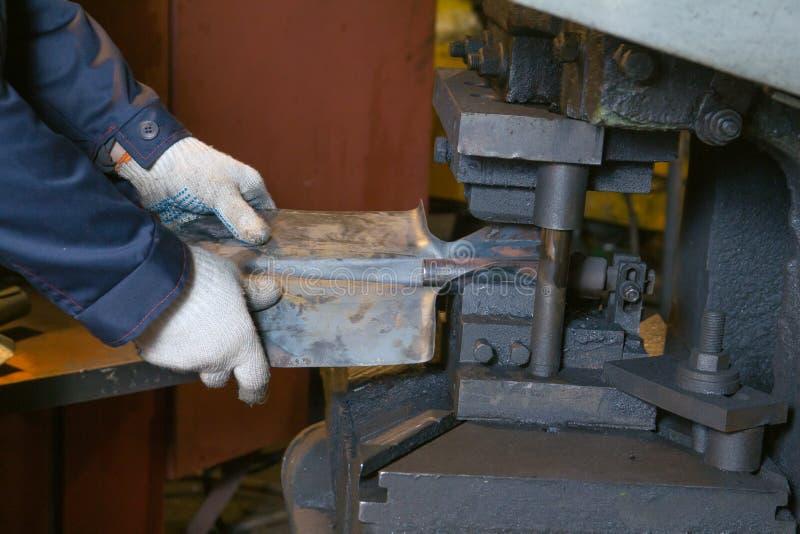 Production des pelles en acier photos libres de droits