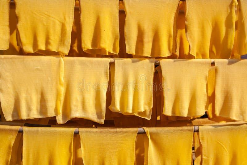 Production en caoutchouc, bois de construction de procédé de boulangerie avec l'énergie solaire photographie stock libre de droits