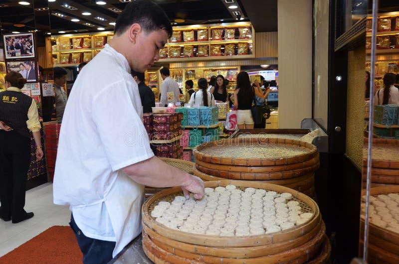 Production traditionnelle célèbre de biscuits d'amande de Macao dans une rue s image libre de droits