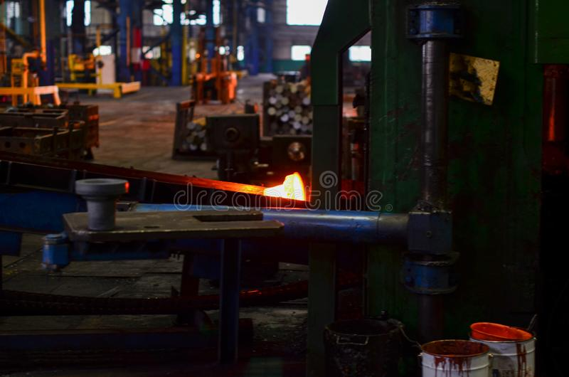 Producto caliente de la forja de la alta precisión, producción automotriz de la parte por el proceso caliente de la forja, línea  fotos de archivo
