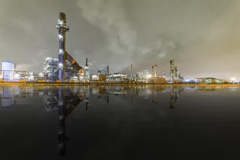 Producto petroquímico y planta de refinería imagenes de archivo