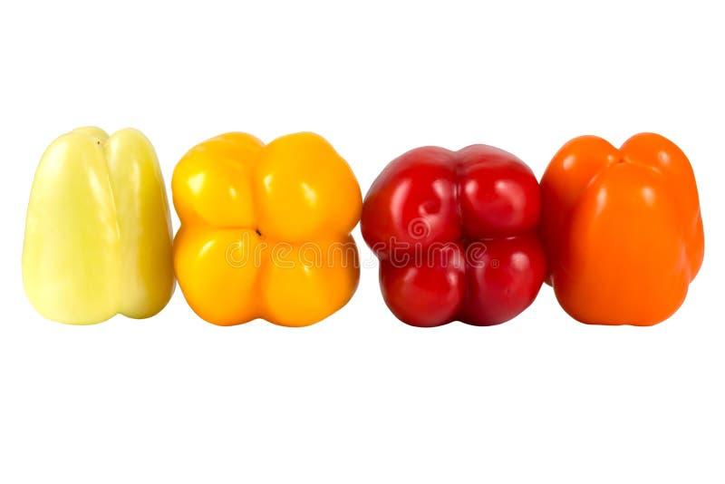 Producto-vehículos frescos de vegetables Pimientas rojas, amarillas, verdes, anaranjadas dulces aisladas en el fondo blanco foto de archivo