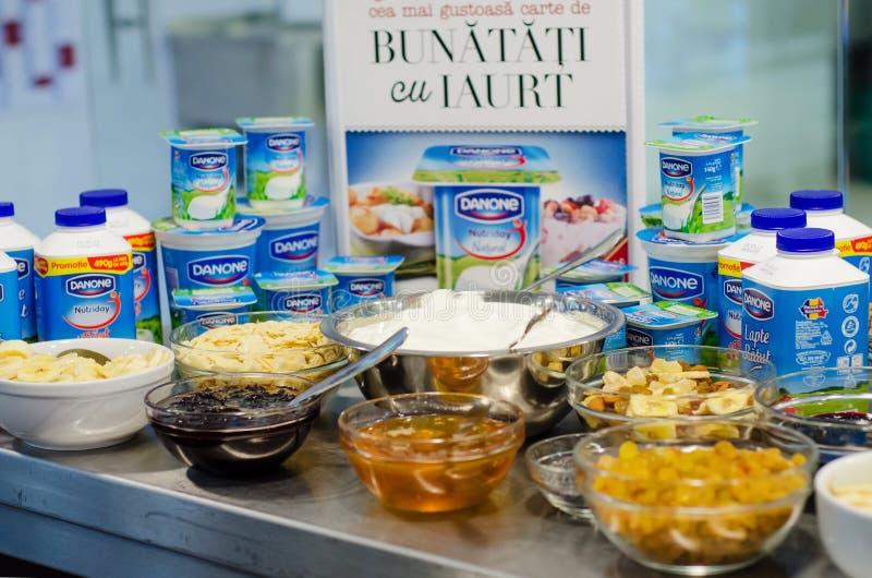 Productos de Danone y comidas de desayuno foto de archivo libre de regalías